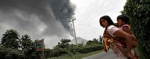 Sinabung vulkaan barst voor derde keer uit
